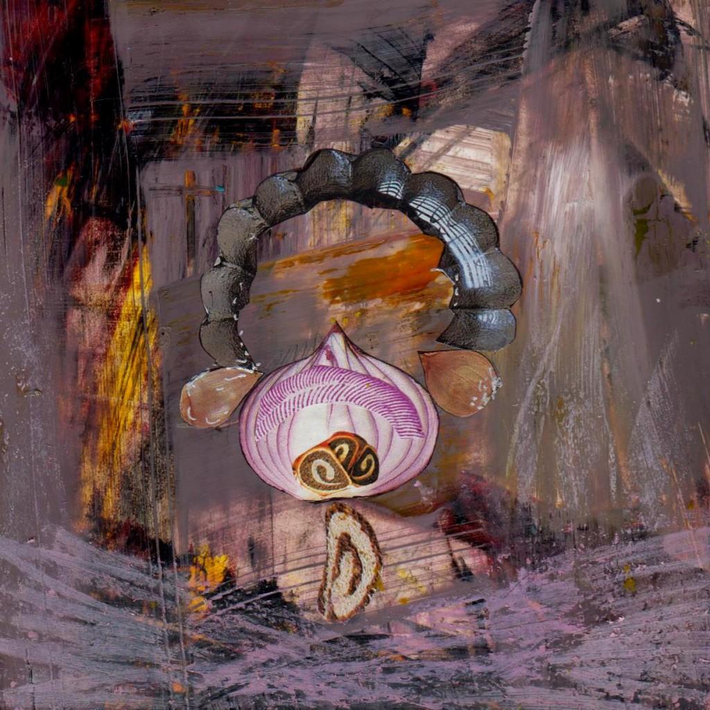 skarby, echo i różowa mgła